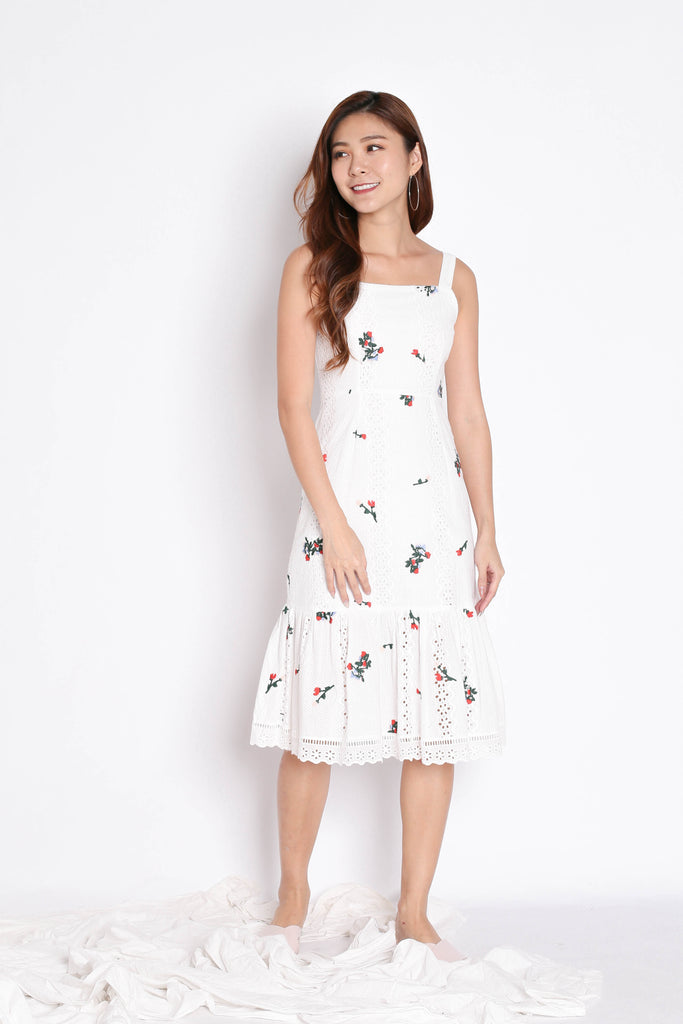 (PREMIUM) MIKA EYELET EMBROIDERY DRESS IN WHITE - TOPAZETTE