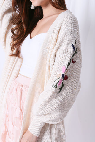 *RESTOCKED* INNIS FLORAL EMBROIDERY CARDIGAN IN CREAM