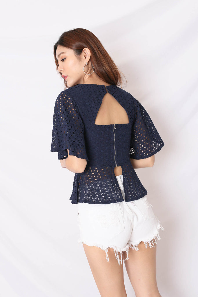 *TPZ* (PREMIUM) OLVA EYELET TOP IN NAVY