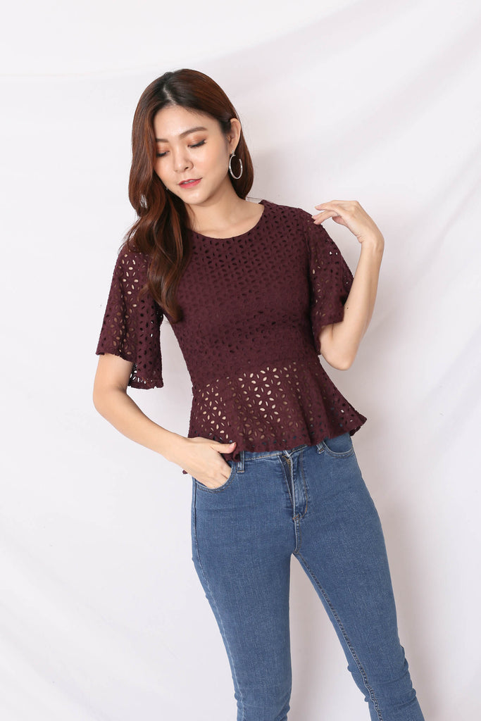 *TPZ* (PREMIUM) OLVA EYELET TOP IN PLUM