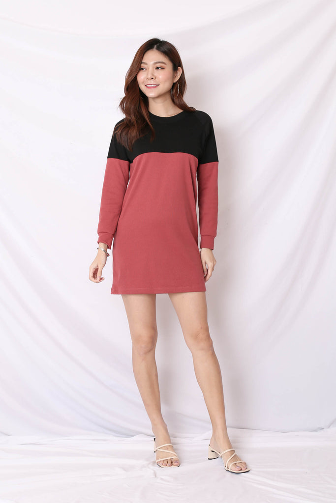 *BACKORDER* PASTEL COLOURBLOCK SWEATER DRESS (BLACK/ BERRY)