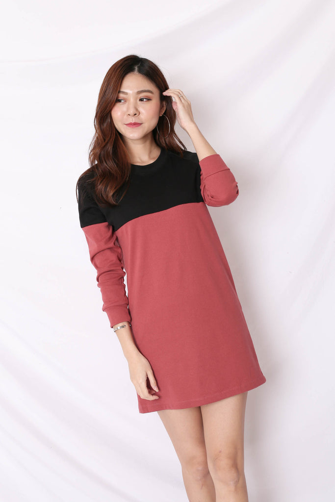 PASTEL COLOURBLOCK SWEATER DRESS (BLACK/ BERRY)