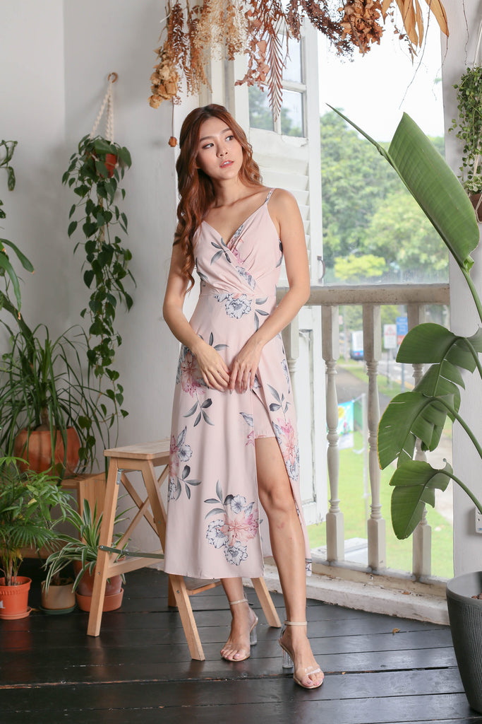 (PREMIUM) SHAYNA MAXI IN DUSTY PINK FLORALS