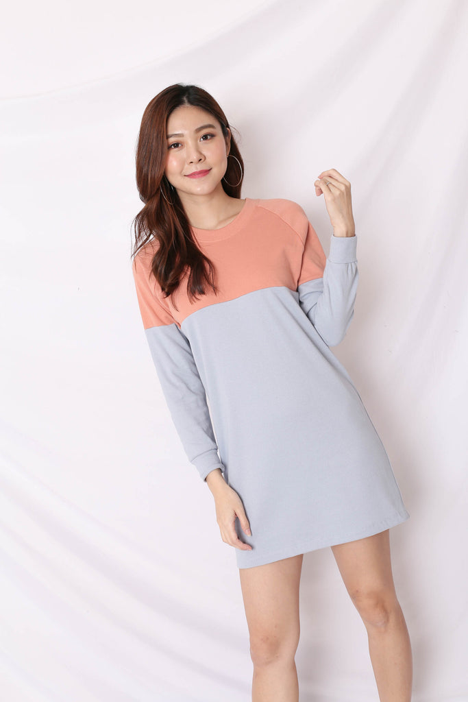 PASTEL COLOURBLOCK SWEATER DRESS (PEACH/ BABY BLUE)