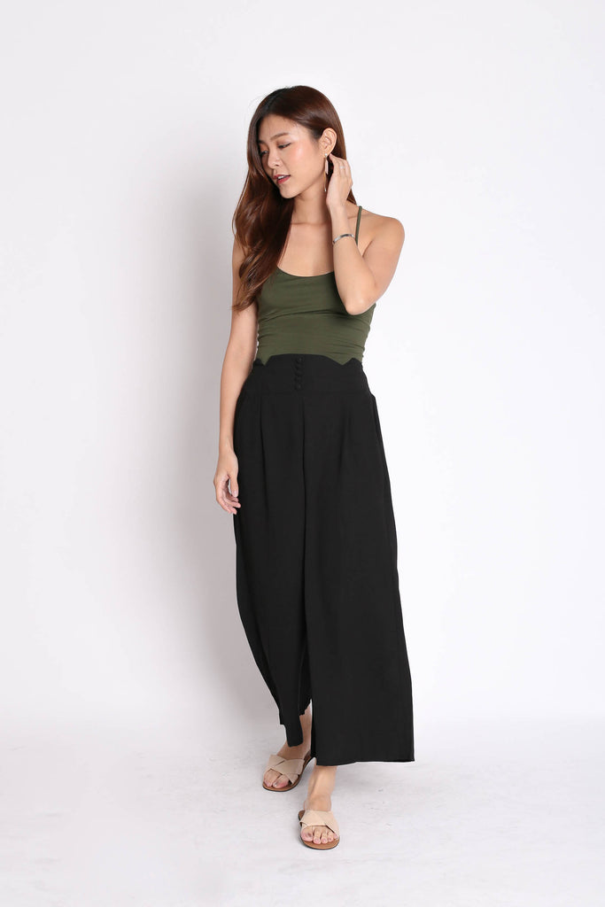 BASIC LACED BACK TOP IN ARMY GREEN - TOPAZETTE