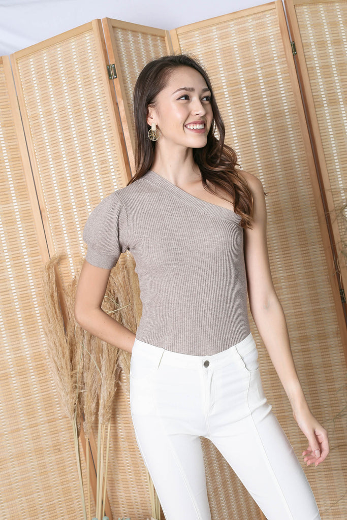 *BACKORDER* CECILIA TOGA KNIT TOP IN MALT