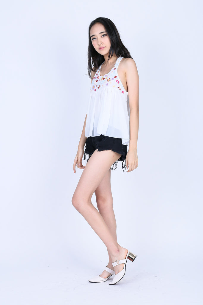 ZENIA EMBROIDERY TOP IN WHITE