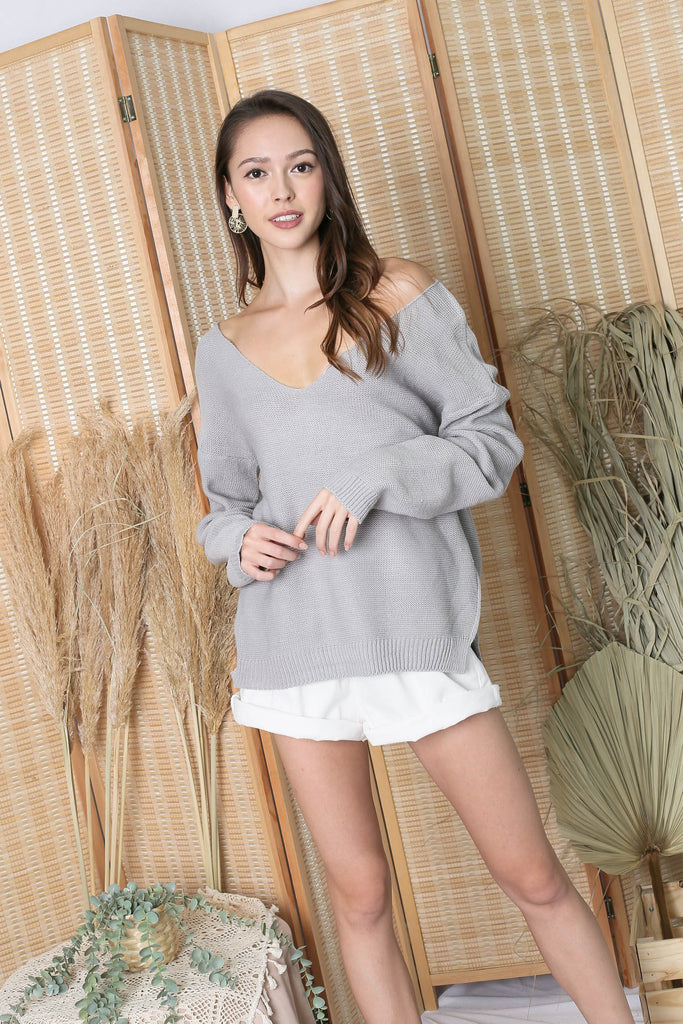 SASSY KNIT TOP IN GREY