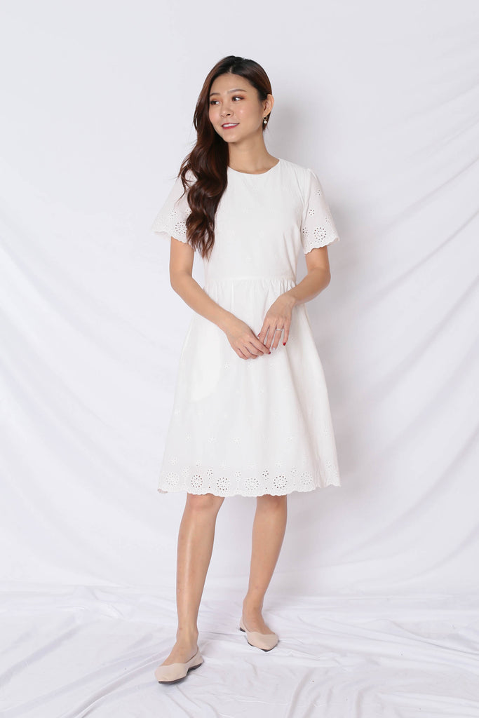 (PREMIUM) HALLY EYELET DRESS IN WHITE - TOPAZETTE