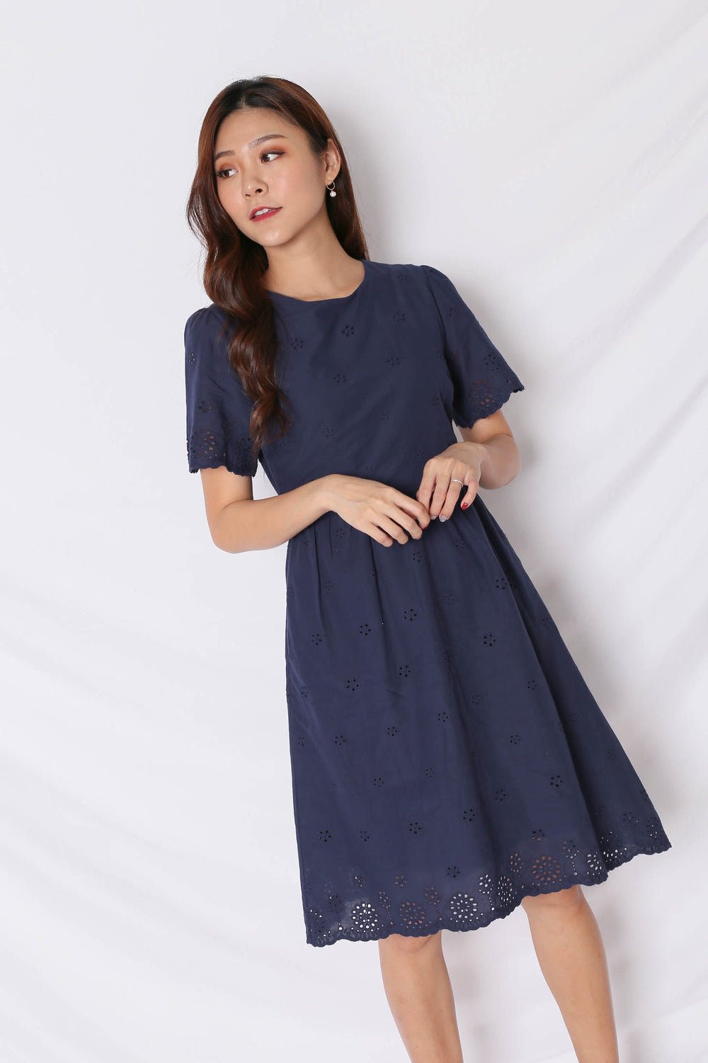 (PREMIUM) HALLY EYELET DRESS IN NAVY