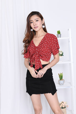 FLUTTER POLKA DOT SCRUNCH TOP IN WINE