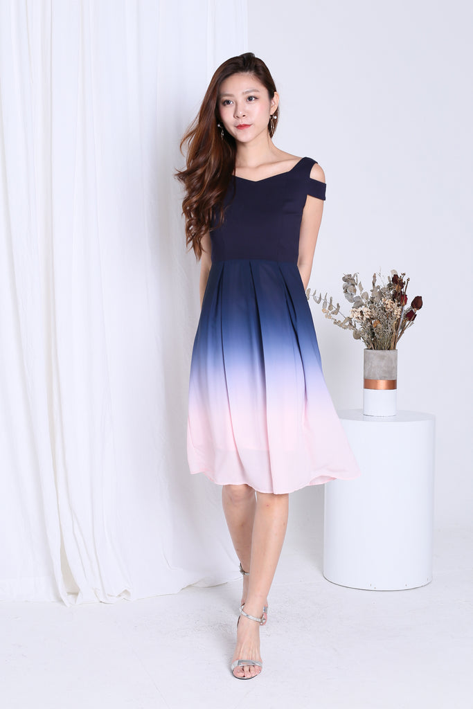 *PREMIUM* ONE LAST DANCE OMBRE COLD SHOULDER DRESS (NAVY-PINK)