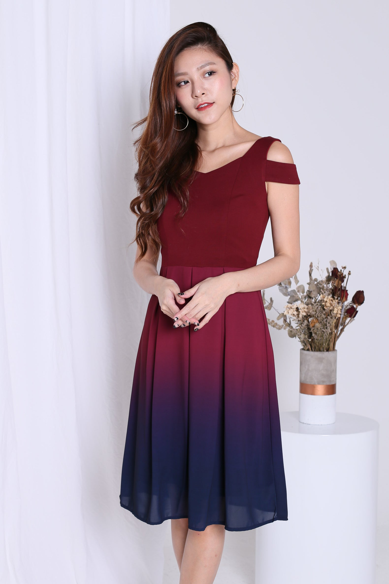 ed97f5070276  PREMIUM  ONE LAST DANCE OMBRE COLD SHOULDER DRESS (BURGUNDY-NAVY) –  TOPAZETTE