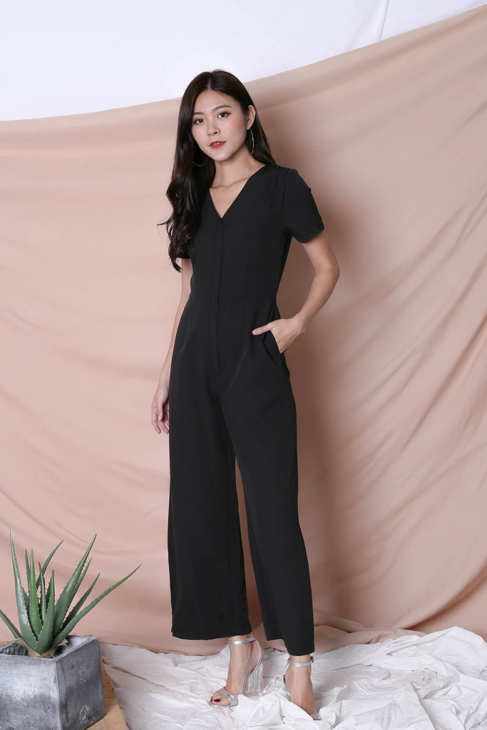 *TPZ* (PREMIUM) XANTHA FRONT ZIPPER JUMPSUIT IN BLACK