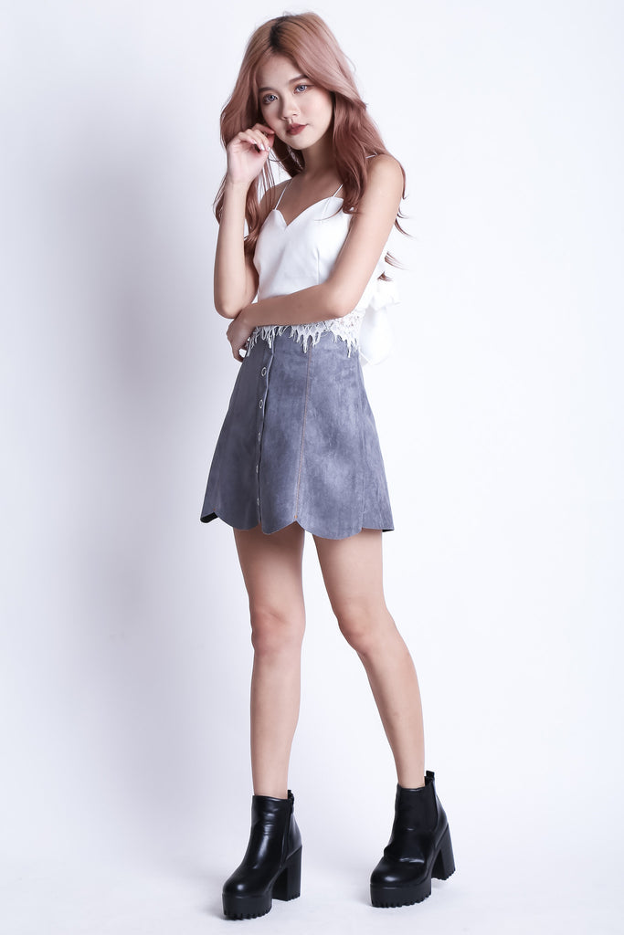 SCALLOP SUEDE SKORTS IN GREY