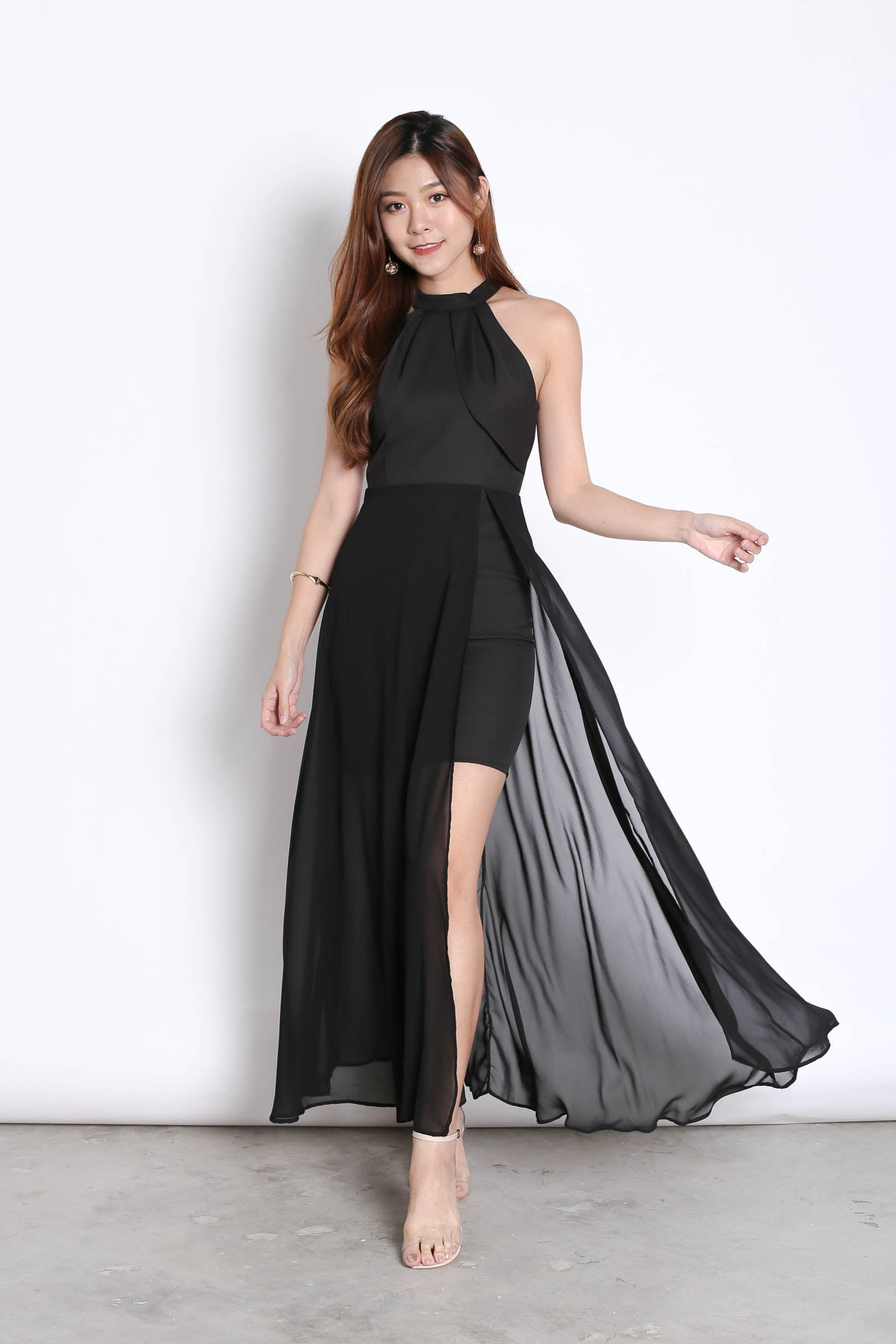 (PREMIUM) HALYN HALTER MAXI IN BLACK