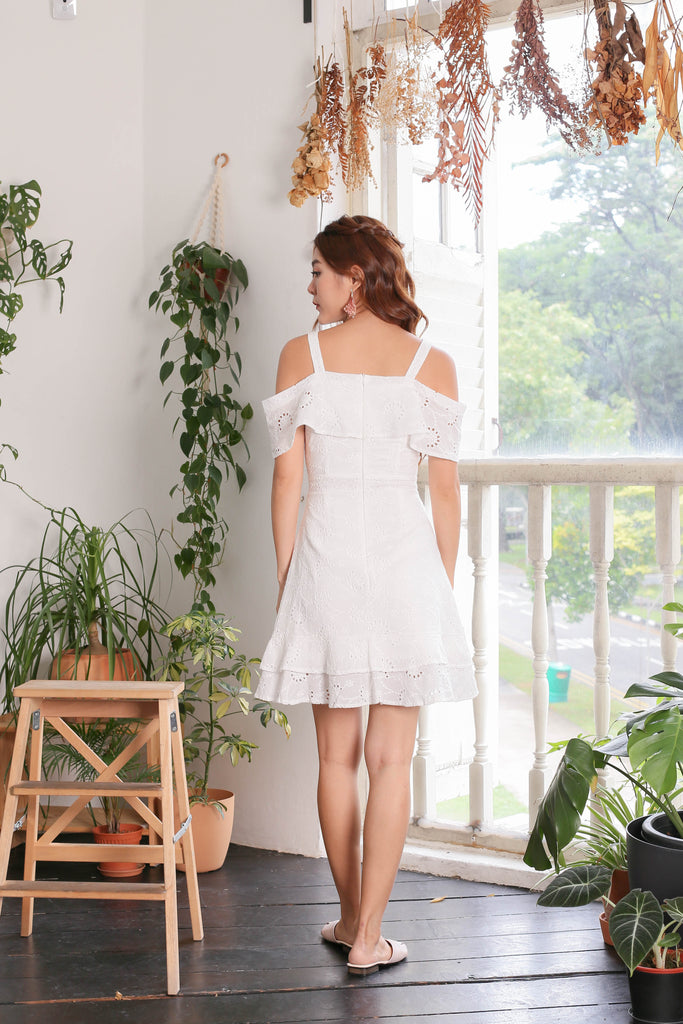 (PREMIUM) GYPSY EYELET DRESS IN WHITE - TOPAZETTE