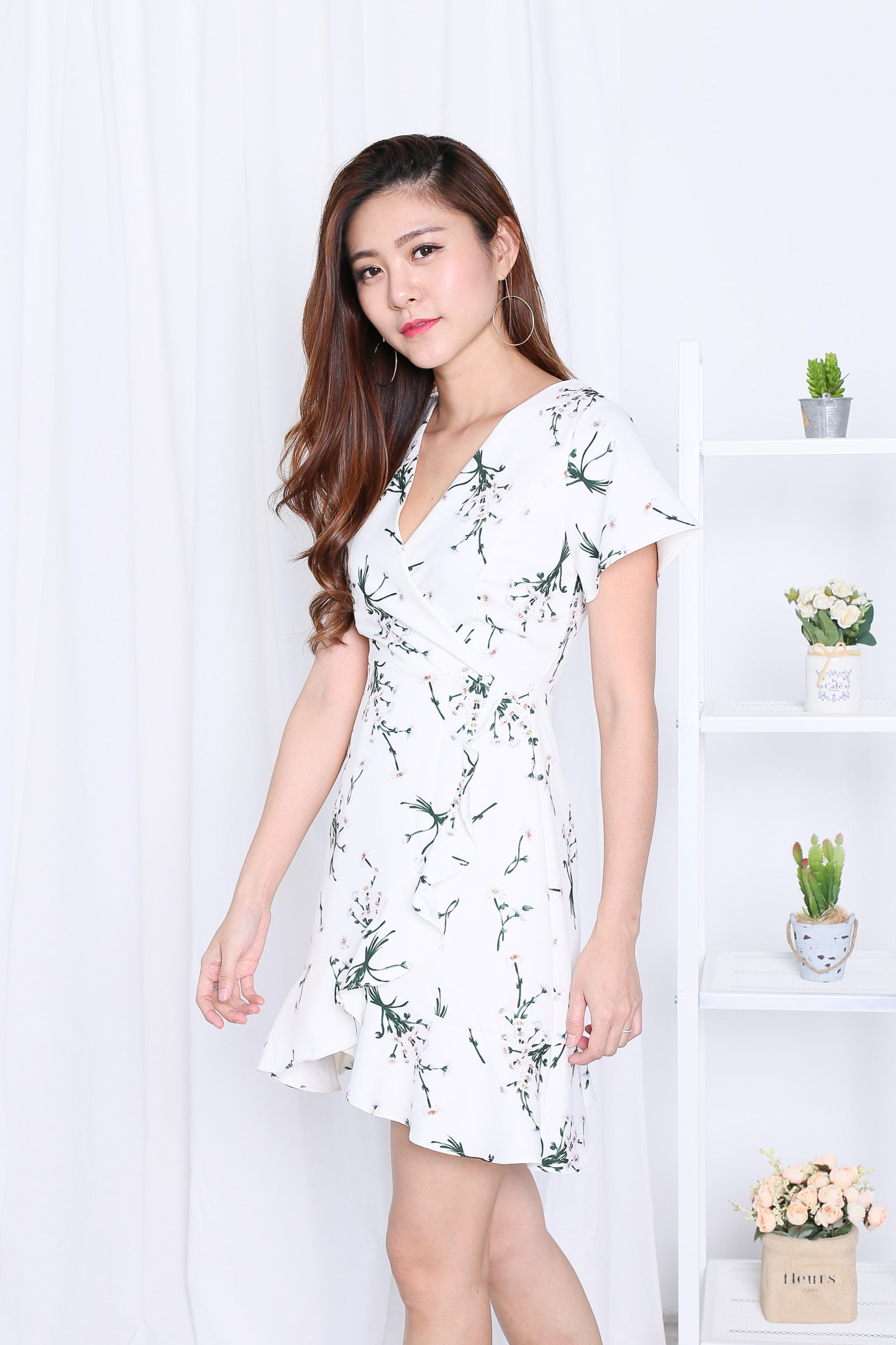 *TOPAZ* (PREMIUM) DAWN WRAP DRESS IN WHITE FLORALS