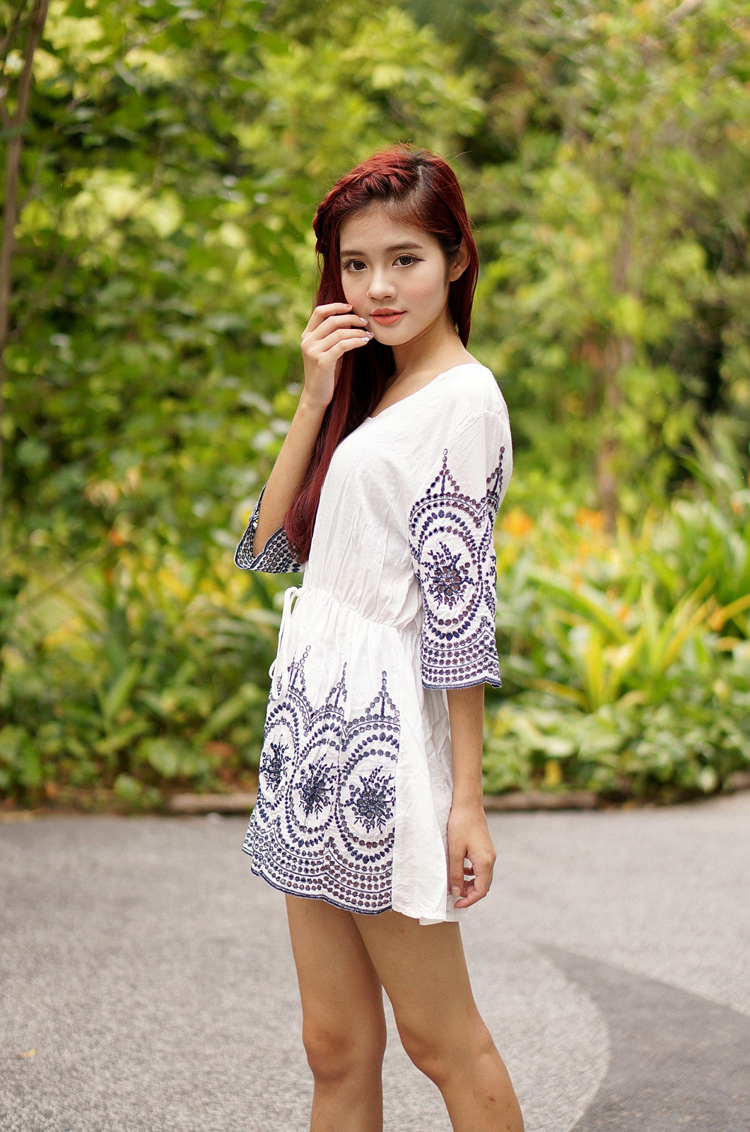 JEWELS EMBROIDERY DRESS IN WHITE