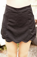 (RESTOCKED) CINQUE SCALLOP SKORTS IN BLACK - TOPAZETTE