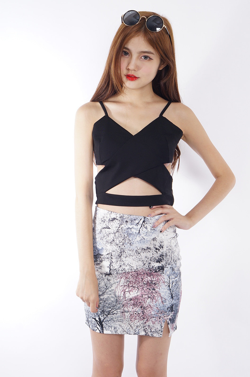 CROSS WRAP CROP TOP IN BLACK - TOPAZETTE