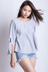 OVERSIZED STRIPES RIBBON TOP IN BLACK - TOPAZETTE