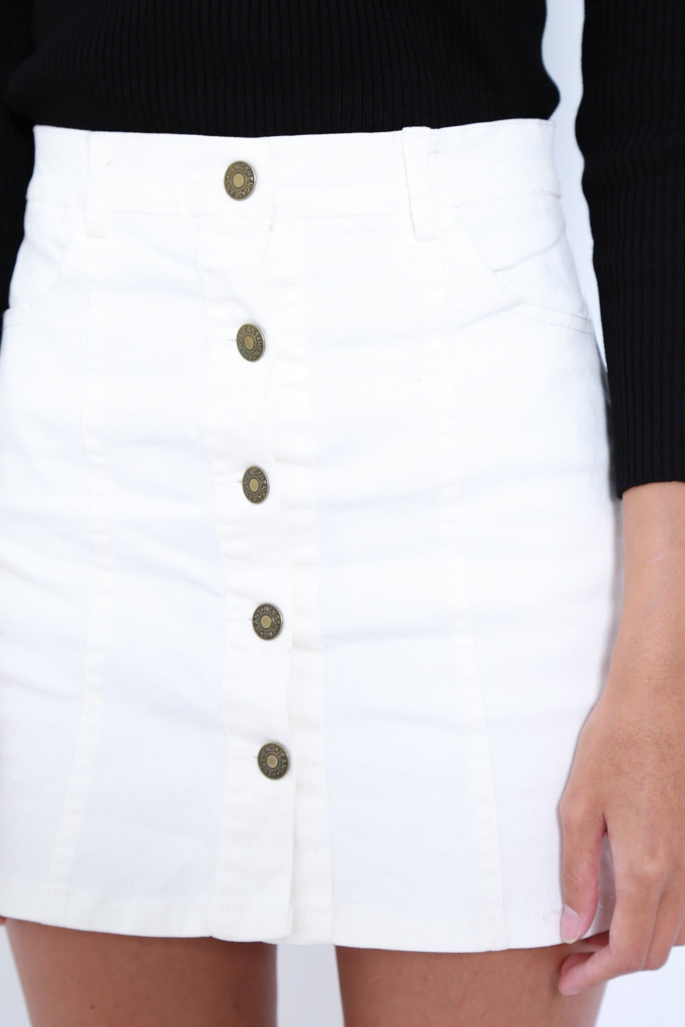 PERFECT MATCH BUTTONED SKIRT IN WHITE