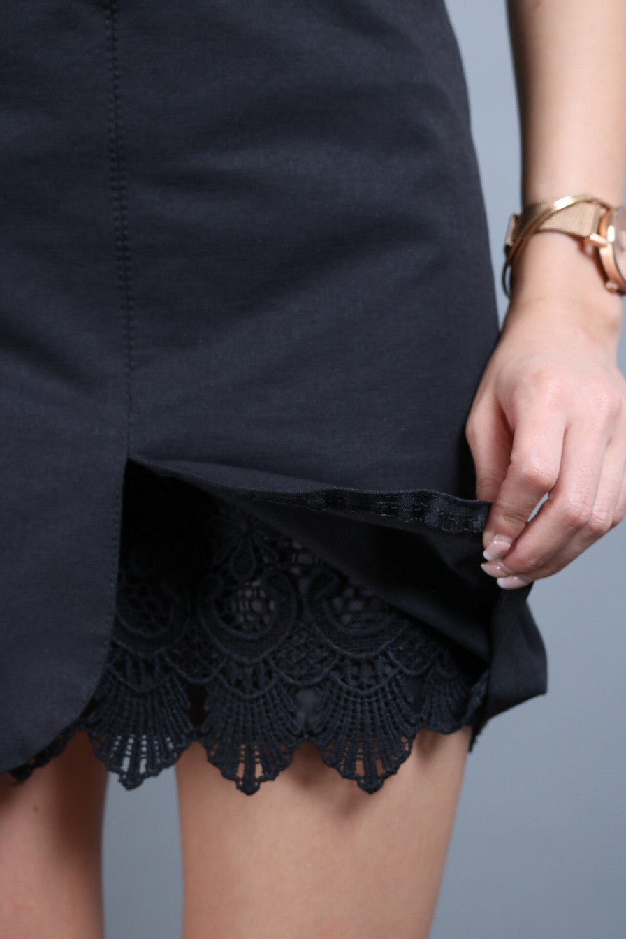 CROCHET INSERT SKIRT IN BLACK - TOPAZETTE