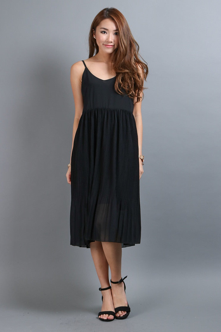 FLOWY PLEATS MIDI IN BLACK - TOPAZETTE