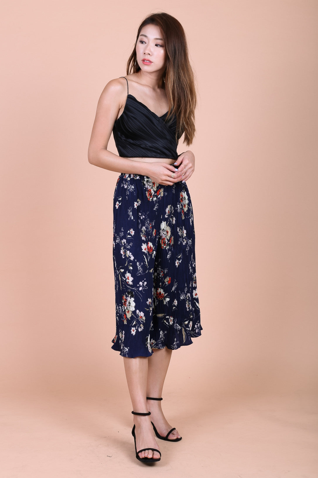FLORAL PLEATED CULOTTES IN NAVY - TOPAZETTE