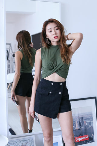 WRAP TWISTED CROP TOP IN ARMY GREEN