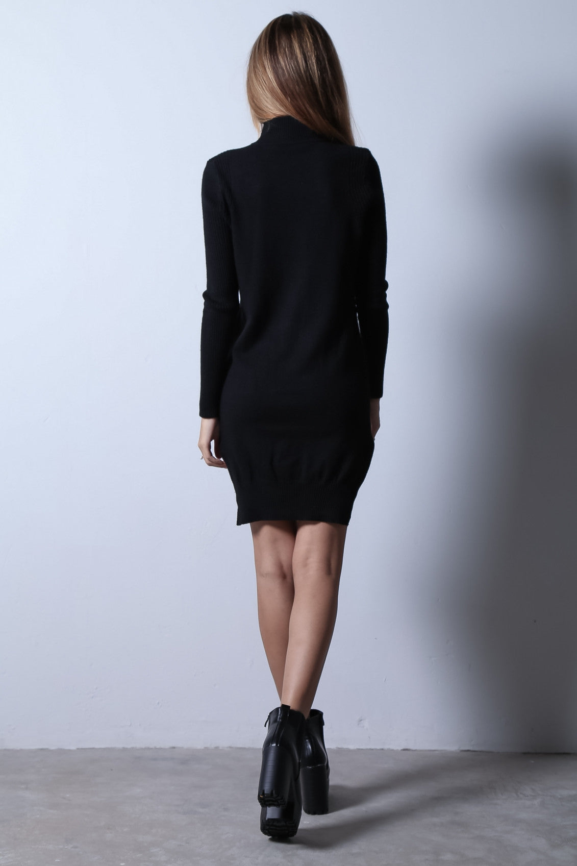 LOUNGE KNIT DRESS IN BLACK - TOPAZETTE