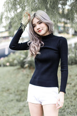 SCALLOP EDGES RIBBED KNIT TOP IN BLACK