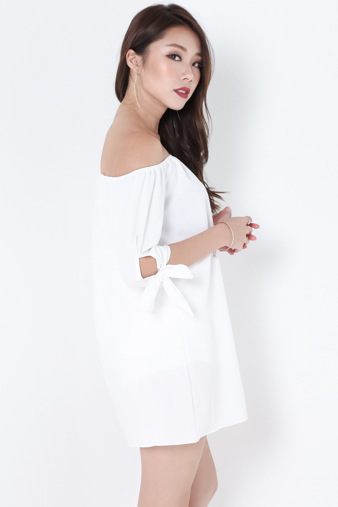 (RESTOCKED) ESTELLA RIBBON OFFSIE DRESS IN WHITE - TOPAZETTE
