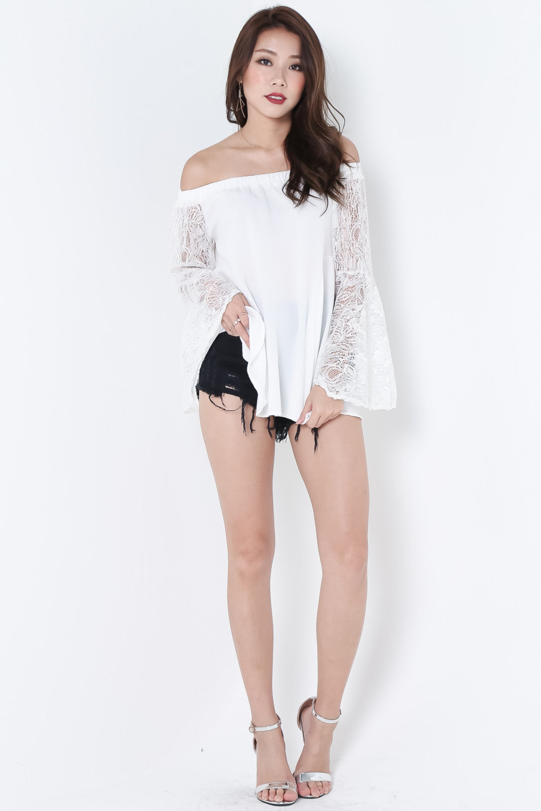 MESH LACE BELL SLEEVES OFFSIE IN WHITE - TOPAZETTE