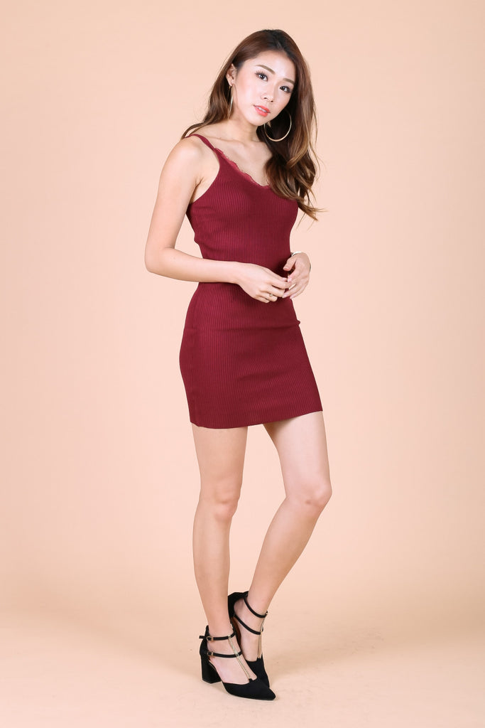 LACE TRIMS KNIT DRESS IN WINE