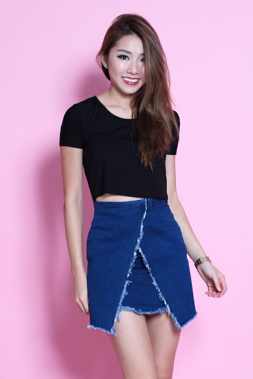 ROUND NECK BASIC TOP IN BLACK