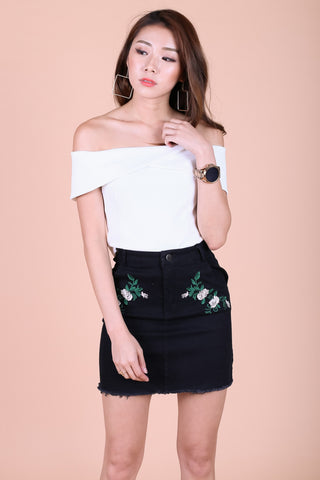 JUST THE RIGHT FLORAL DENIM SKIRT IN BLACK