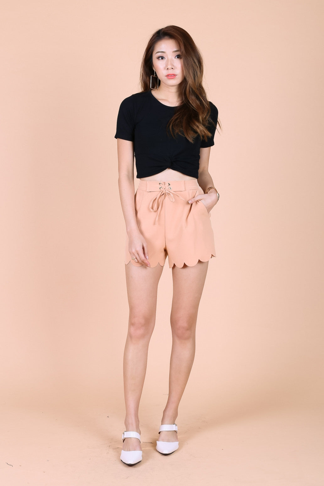 SCALLOP TIE SHORTS IN NUDE CAMEL