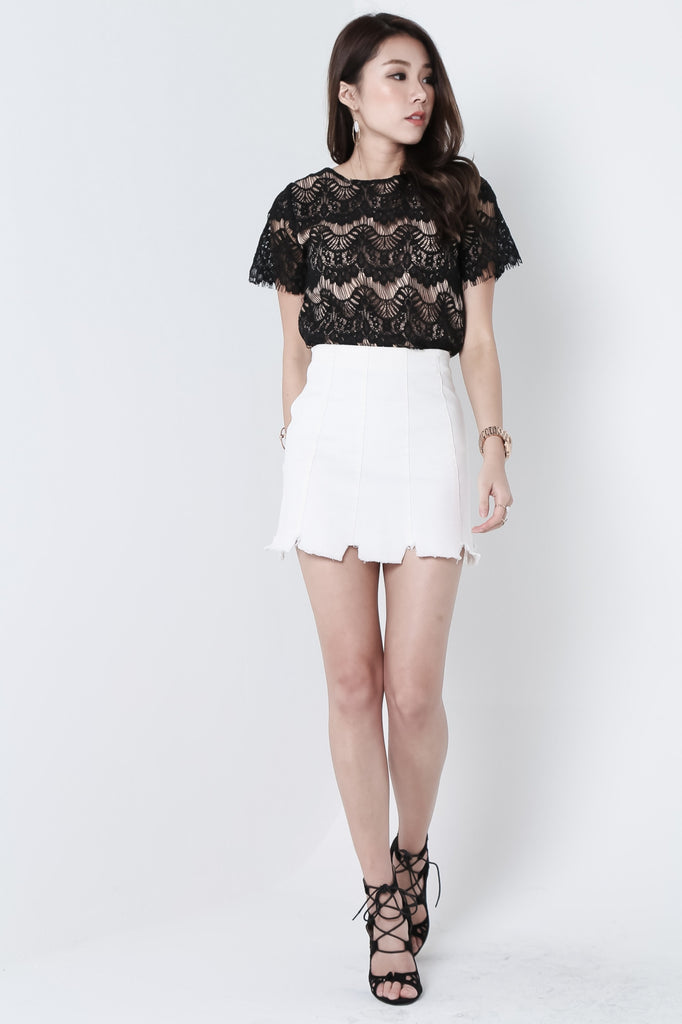 RAW HEMS DENIM SKIRT IN WHITE - TOPAZETTE