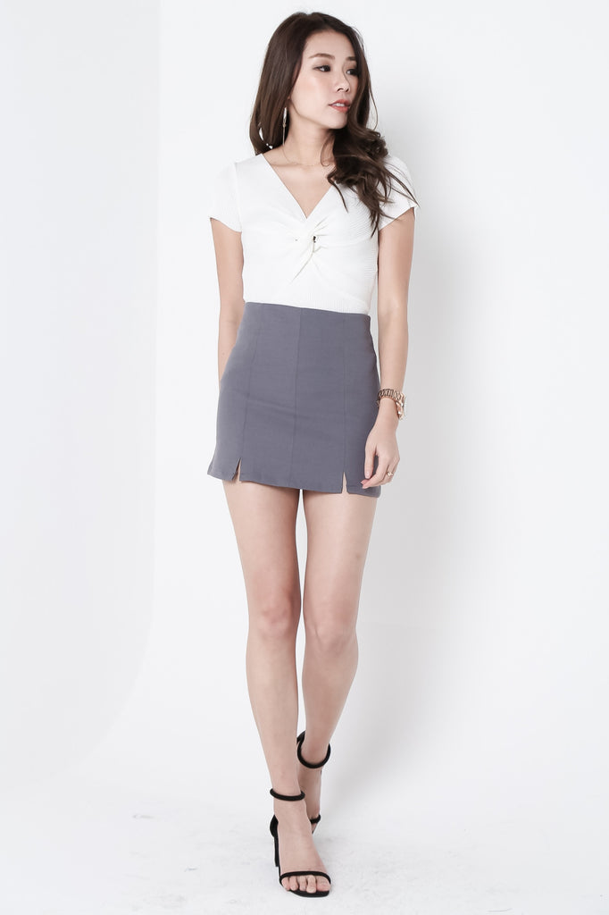 STAPLE SKORTS IN DARK GREY - TOPAZETTE