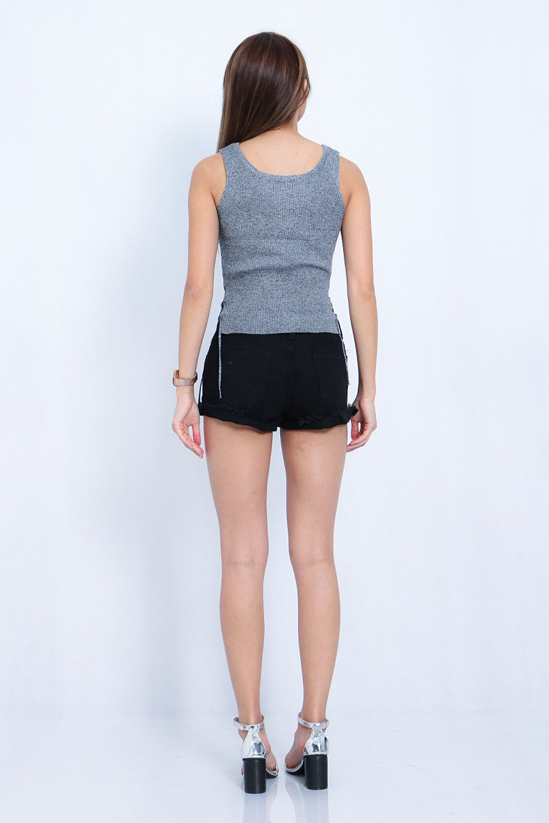 ESSENTIAL RIPPED SHORTS IN BLACK - TOPAZETTE