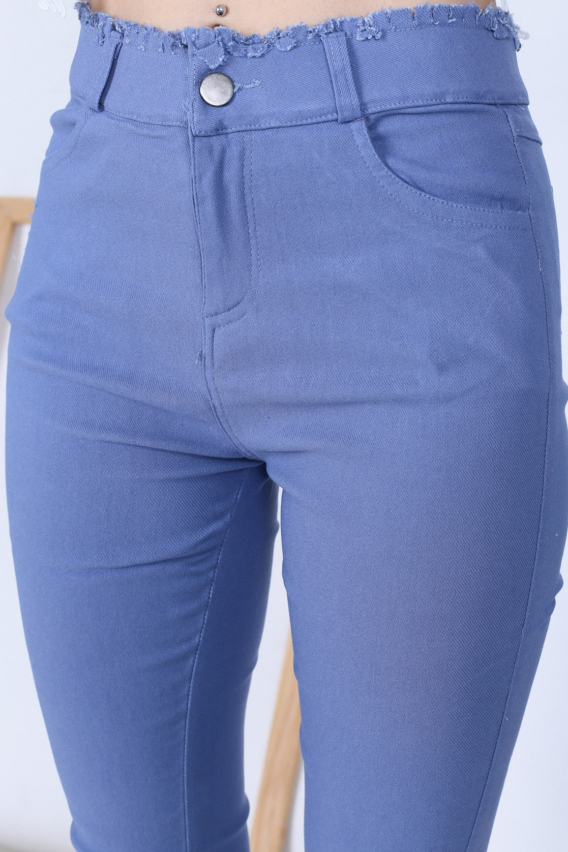 FRAY HEM SLIM CUT JEGGINGS IN LIGHT BLUE - TOPAZETTE