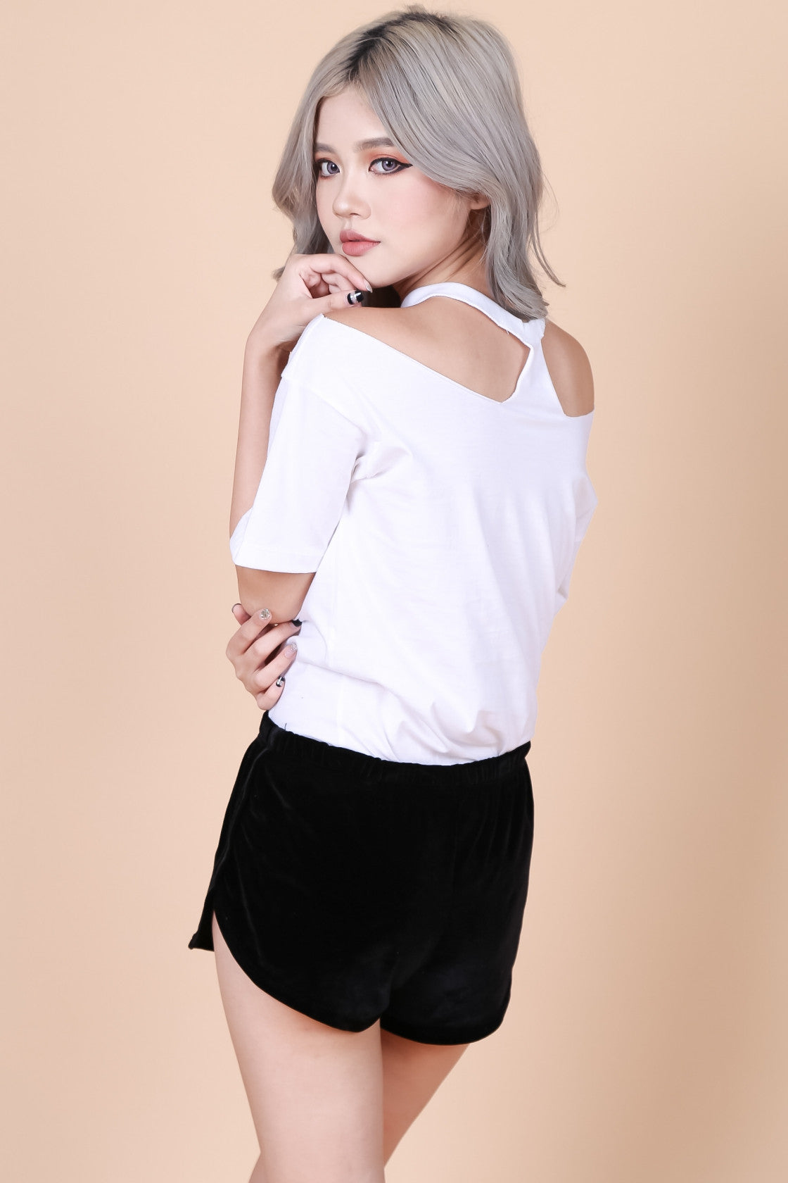 *RESTOCKED* KISS CHOKER TOP IN WHITE - TOPAZETTE