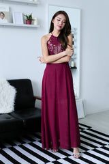 (PREMIUM) RUNWAY LACE MAXI DRESS IN MAROON - TOPAZETTE