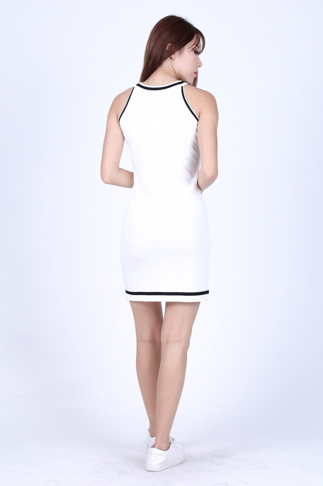 TRIMS CONTRAST KNIT DRESS IN WHITE