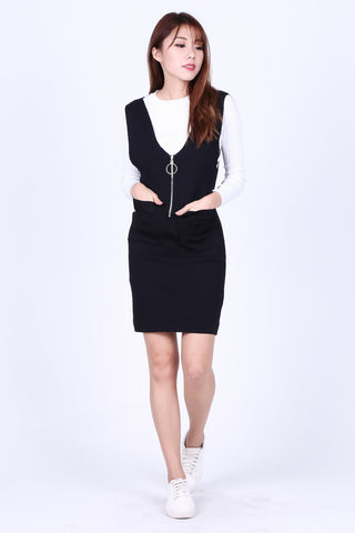 RING ZIPPER KNIT DUNGAREE DRESS IN BLACK
