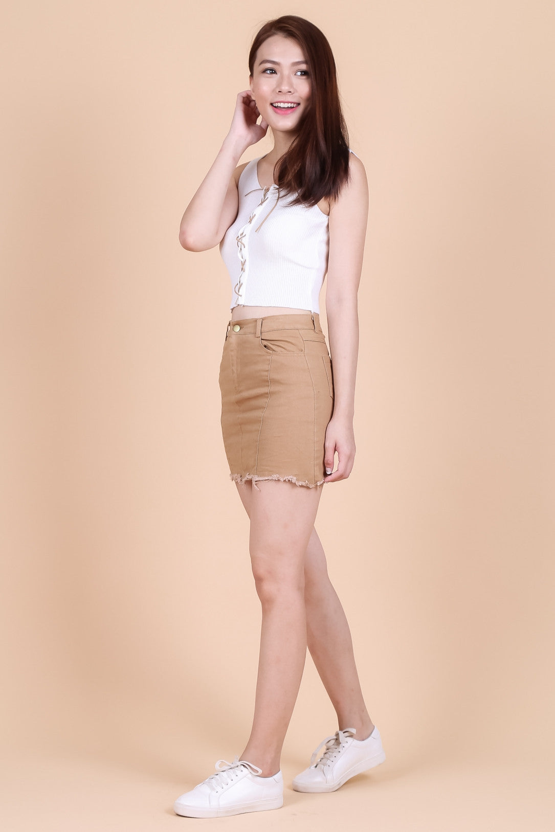 FLINT FRAYED DENIM SKORTS IN CAMEL - TOPAZETTE