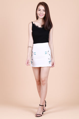 TRINITY FLORAL EMBROIDERY SKIRT IN WHITE