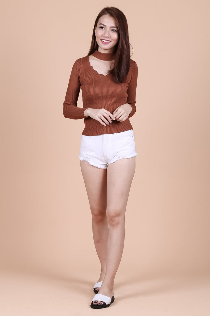 SLAY CHOKER KNIT TOP IN CAMEL